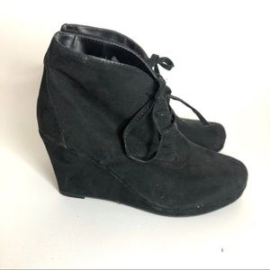 Dolce Vita Black Suede Ankle wedge Booties 8